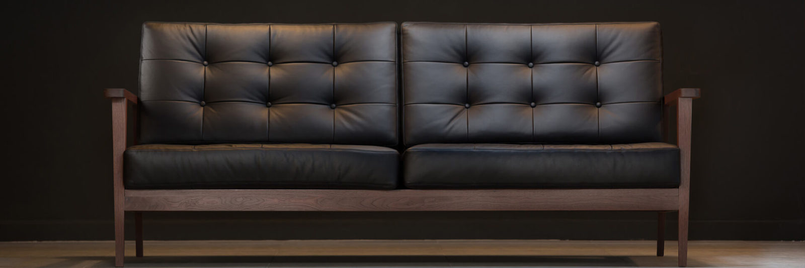 Bjorn banner sofa leather button